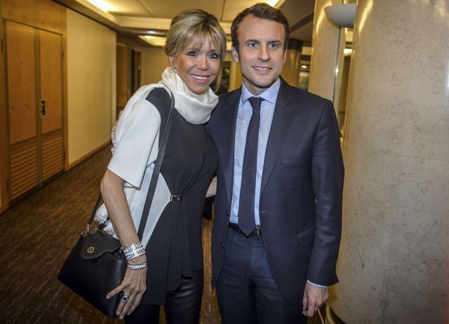 VIDÉO - Le clin d'œil d'Emmanuel Macron à sa femme Brigitte pendant son discours https://t.co/P2Dqa9TYv5