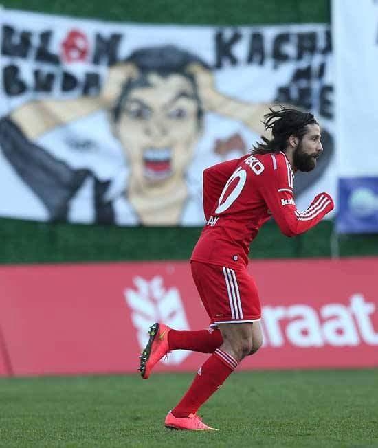 @Haptse1950 Diye kaçan goller de var tabi. Çok pozisyonda Olcay Şahan'ız biraz. Umut verip kontra yiyen... https://t.co/wRvItXX4jg