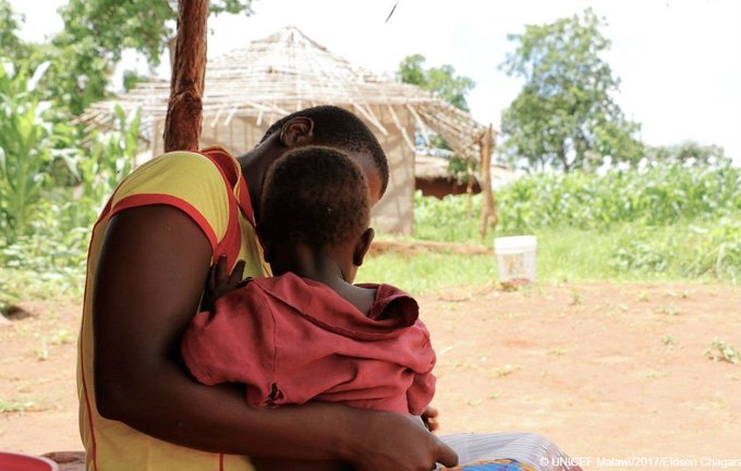 """""""I didn't want to do it but I had no choice."""" Shamim, 18   #Malawi hunger crisis forces teenage girls to sell sex https://t.co/D8r3EKUeMK"""
