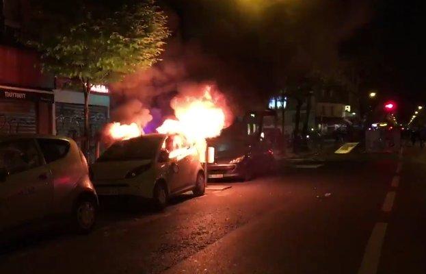 Voitures brûlées et barricades : heurts à #Paris >>> au moins deux blessés sont à déplorer https://t.co/eCViBwnljO