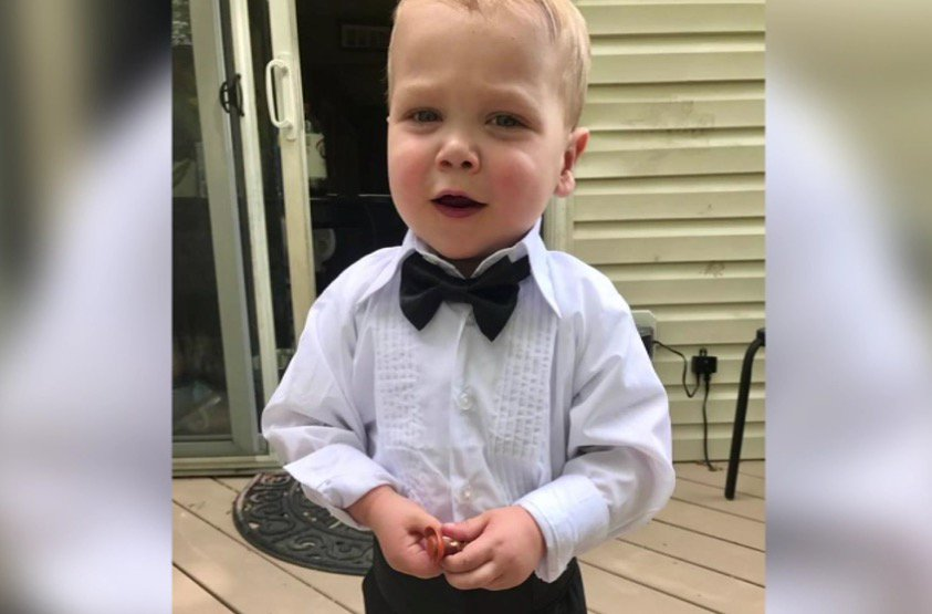 Adorable toddler with heart defect is guest of honor at high school prom. https://t.co/R8bc4uZJfi