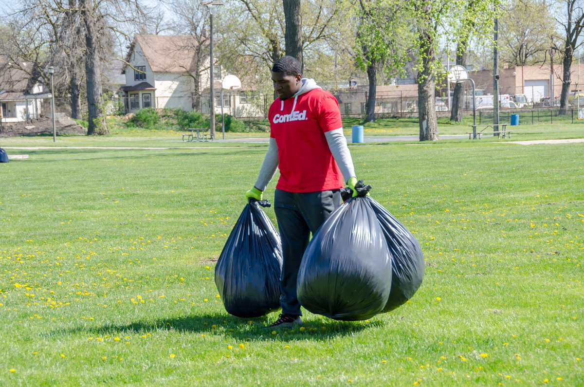 test Twitter Media - Today we Kicked Off  National Volunteer Week by volunteering to clean-up Veterans Memorial Park in Maywood! #NationalVolunteerWeek #ComEd https://t.co/m9EcDX8pYh