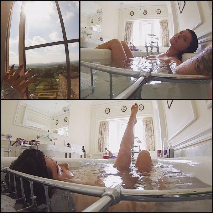 #RainInTheUK footage #comingsoon 💋💦 #sneakpeek #bathtime #goodvibes ✌🏼 https://t.co/1kplHtEvvC