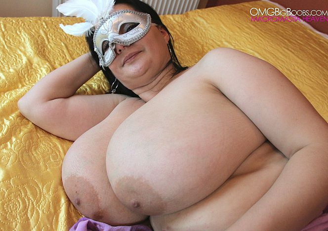 Julia #bbw #bigboobs in Bed see more at https://t.co/AR8XXRbSHY https://t.co/JHjQ4Gqo1R
