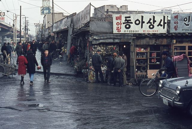 주한미군 카메라에 담긴 1950~60년대 한국  국가기록원, 2명의 주한미군에게 당시 우리나라 생활사 기록한 1천3백여점의 희귀사진 기증받아  https://t.co/4nLHdtFRXS