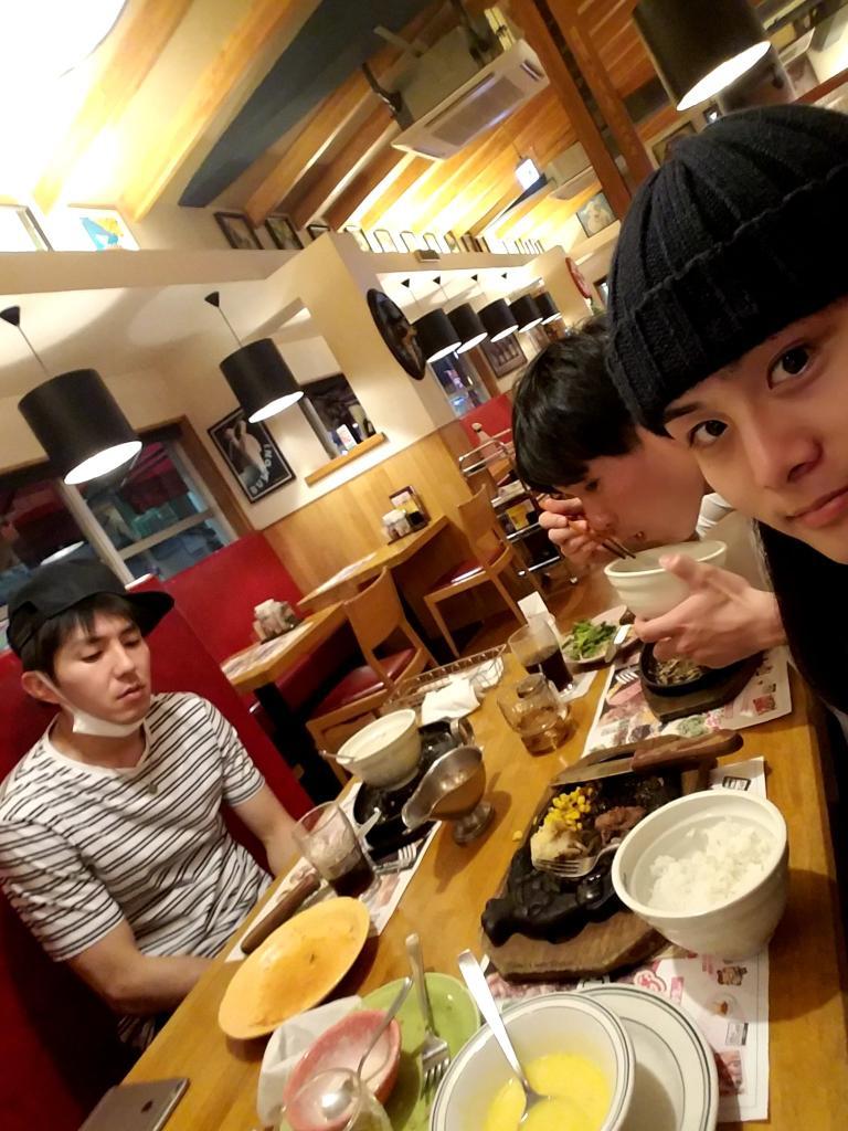 東さんと湯浅さんにお肉をご馳走になりましたごちそうさまでした!練習後のお肉ってやつはってやつです。明日からはまた薄桜鬼に