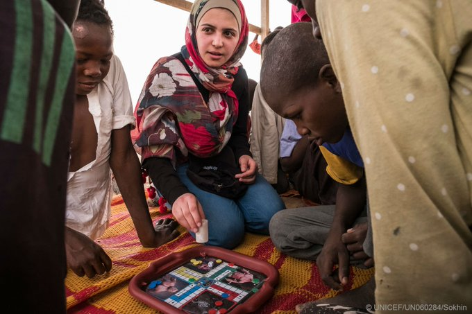 """'Education gave me the strength to carry on"""" Syrian activist & refugee   dur@muzoonrakan1ing her recent visit to  #Chad#EducationCannotWait"""