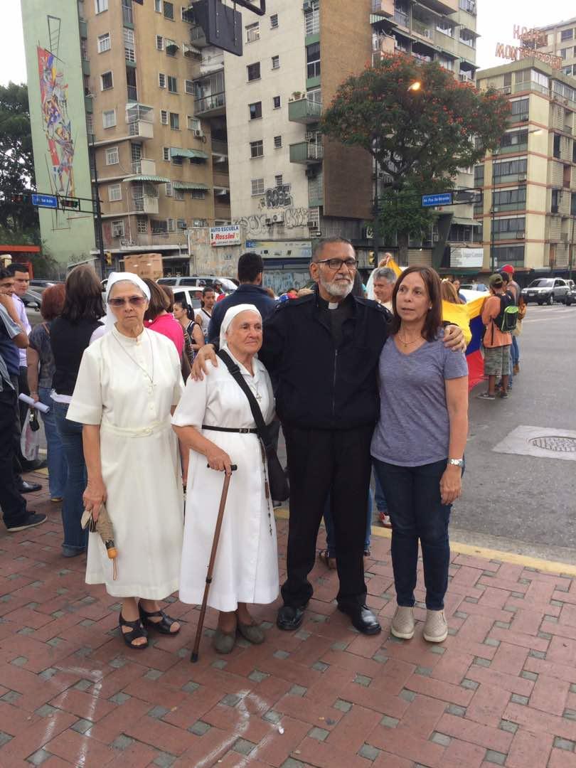 Sacerdotes, religiosas y laicos dispuestos a participar del PLANTÓN CONTRA MADURO sin miedo y con mucha fuerza de fe en Dios y en Vnezuela.