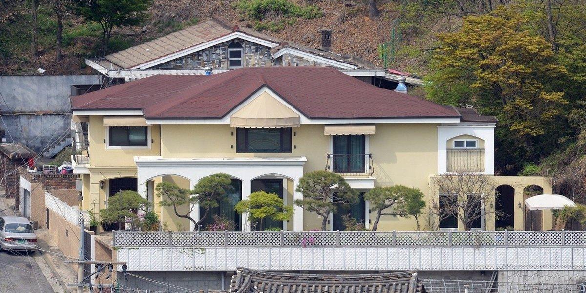 장시호의 폭로는 계속된다. 박근혜 '내곡동 새 집'도 최순실이 골라줬다고 증언했다. https://t.co/GLsMSjW8Rl