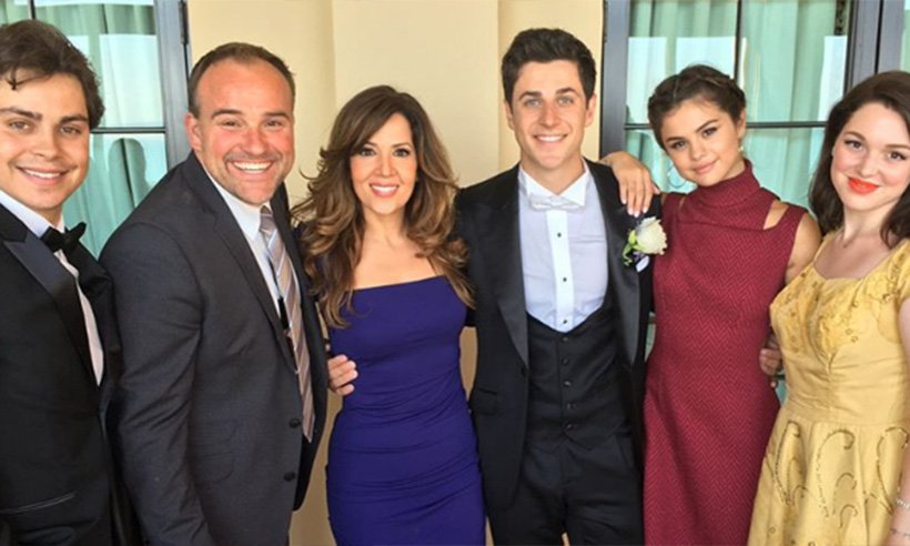 .@selenagomez has reunited with her @Disney co-stars! See the pictures: