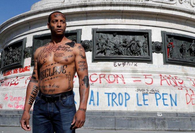 Le corps tatoué d'insultes racistes pour dénoncer la 'lepénisation' des esprits https://t.co/Coo188JDsA