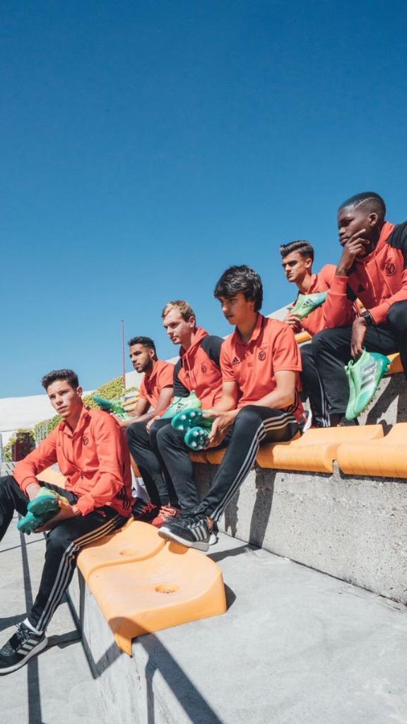 Jogadores do @SLBenfica em Nyon: preparados e à espera da grande final. #UYL