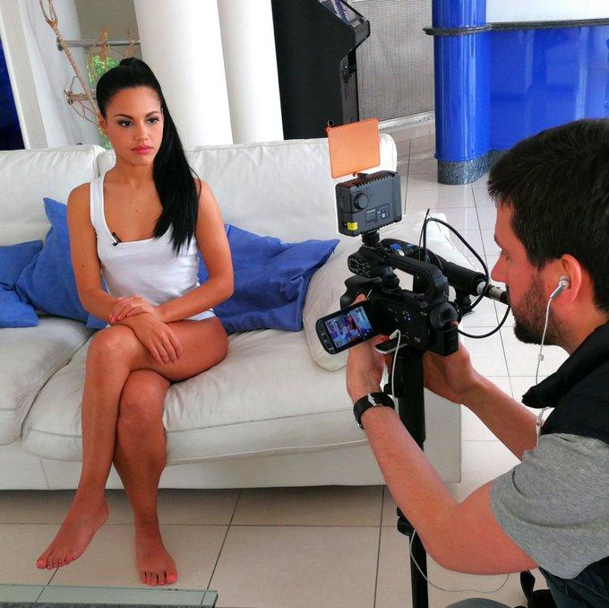 1 pic. entrevista para DorcelTV  @dorcel_XXX @dorcel https://t.co/cEuitKznai