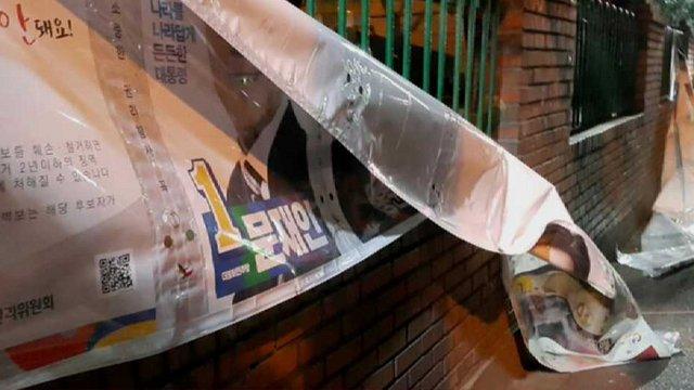 [JTBC 뉴스룸] '기분 나쁘게 쳐다봐서' '화나서' 선거 벽보 수난. 20일 게시된 이후 경찰이 수사중인 사건만 100건 넘어. 선거 벽보나 현수막 훼손하면 2년 이하 징역이나 400만원 이하 벌금형 https://t.co/oJfTJA97Df