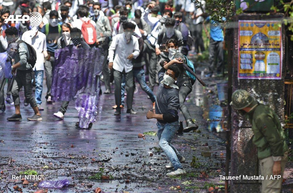 Cachemire indien : la police ouvre le feu sur des étudiants https://t.co/JWpM1zlCuA #AFP