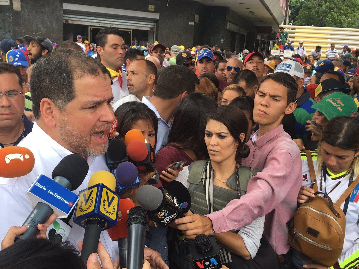 No vamos a aceptar la reedición del diálogo. El pueblo está en la calle porque quiere cambio de régimen #VzlaSePlantaContraLaDictadura