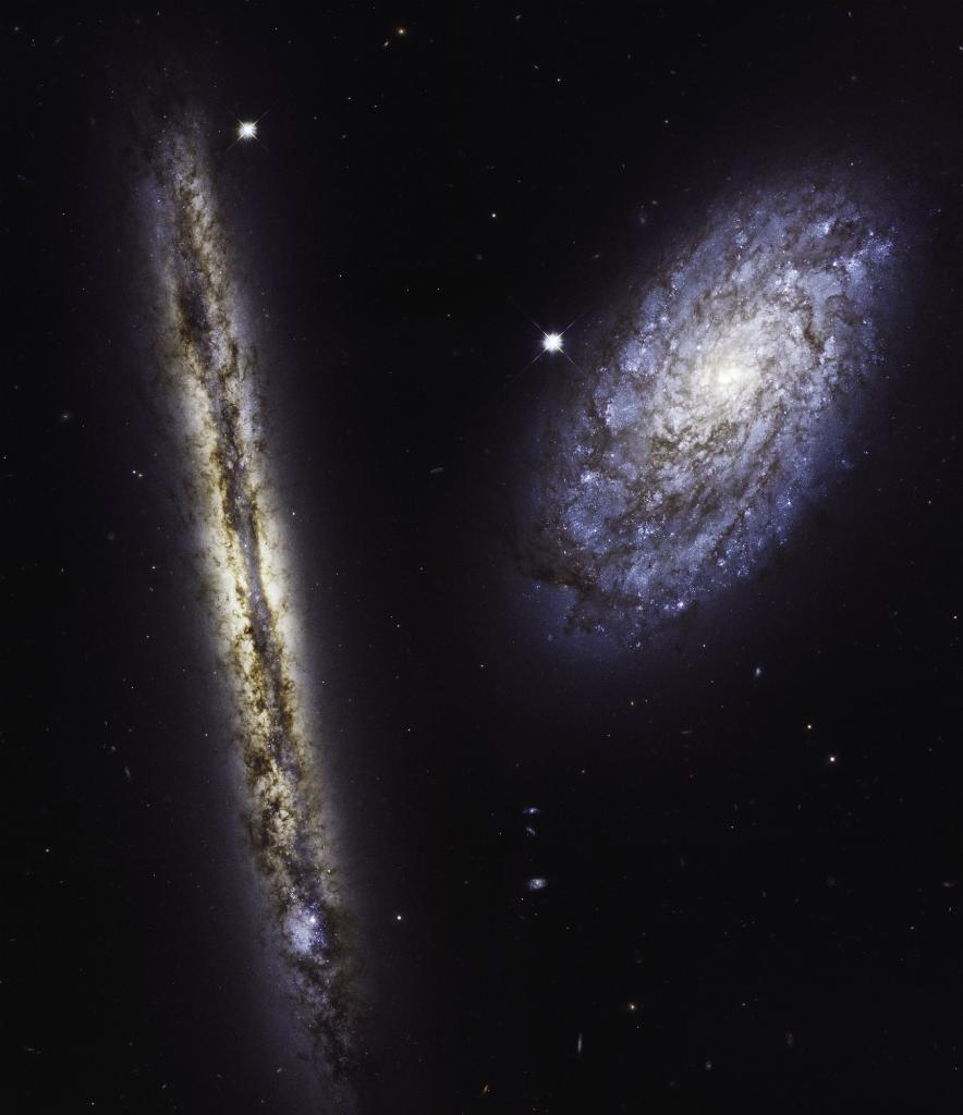 This starry pair offers a glimpse of how our Milky Way would look to an outside observer, courtesy of @NASA_Hubble:https://t.co/6iMykO1yOn