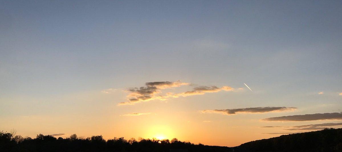 I'm off to bed. Good night world! 🌓 #PictureOfTheDay #sunset #enjoylife gA3Z4qwByg