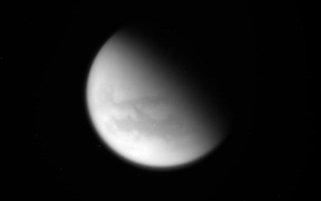 .@CassiniSaturn craft made its final flyby of Saturn's moon Titan, transmitting images of hydrocarbon seas & lakes: https://t.co/5AtHvPA0Bo