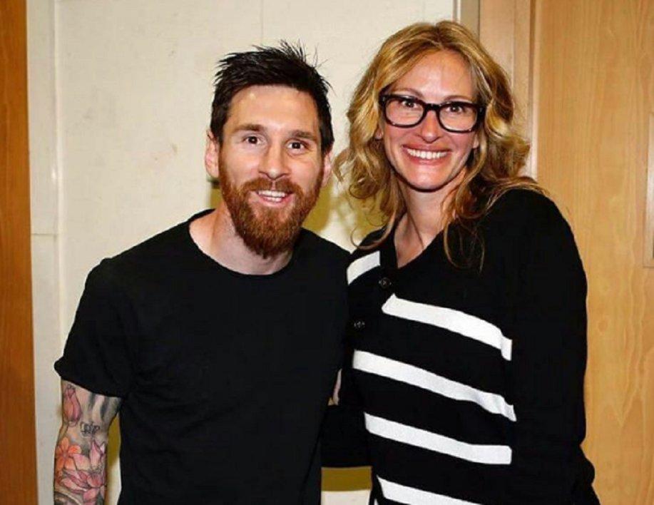 Julia Roberts pose avec toutes les stars du Real… mais donne 'toujours l'Oscar' à Messi ▶️ https://t.co/tMjY10me8E
