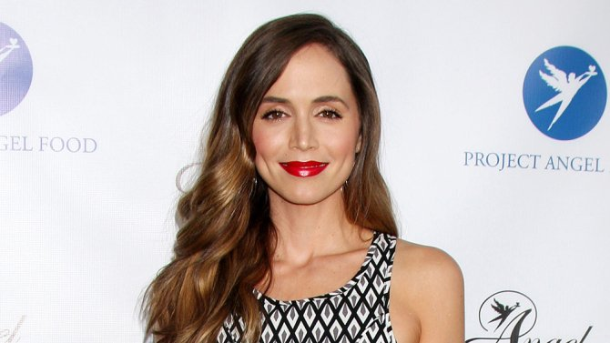 .@elizadushku to develop 'The Black Company' books as TV series https://t.co/s9G23lzSq4