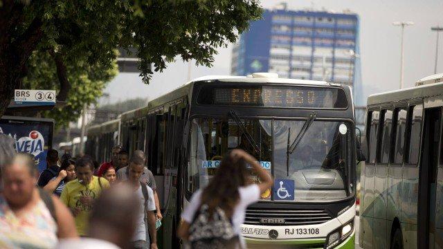 Motoristas de ônibus do Rio decidem aderir à paralisação nesta sexta-feira.