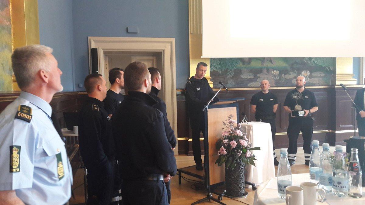 RT @KitClaudi: Tillykke til vægterne fra Beredskab Fyn med årets SSPpris i Odense ønsker Fyns #Politi. https://t.co/gQ25yzlaYY
