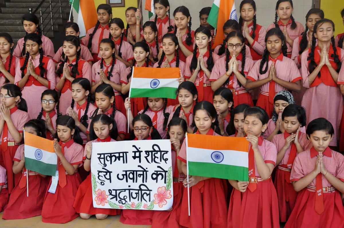 Moradabad School children pay tribute to #CRPF jawans killed in naxal attack in #Sukma.