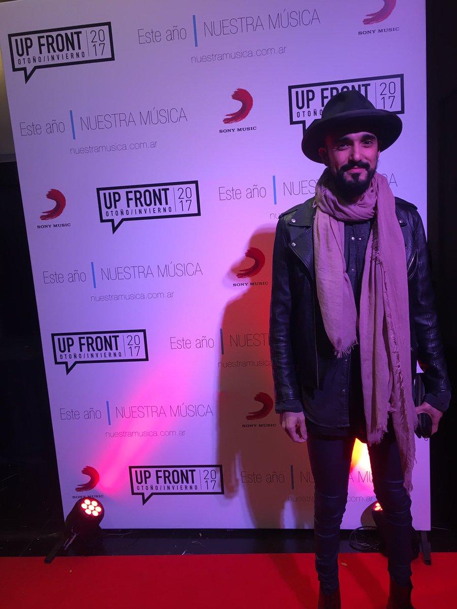 ¡@AbelPintos en el #UpFront2017!😍👏🏼🎵👌🏻 #NuestraMúsica