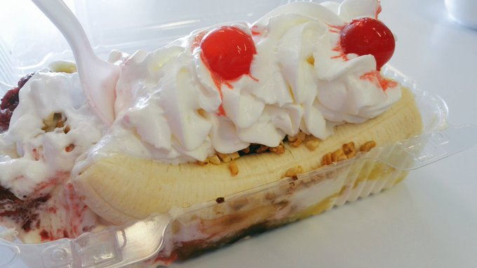 It is the PERFECT day for a Banana Split!  ❤👅❤👅❤👅 https://t.co/pzApSxcTZn