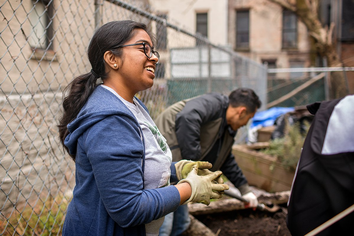 Students spent spring break helping Harlem Grown's garden thrive https://t.co/B5IcXM1Cys #CornellNYC https://t.co/8endC3Z7ZW