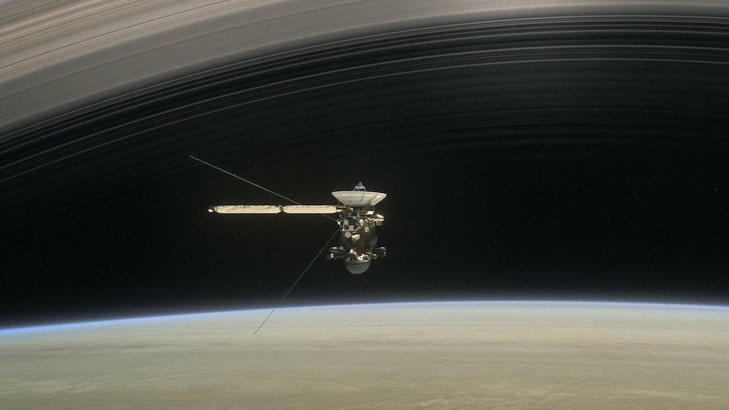 La sonda Cassini navega ya entre los anillos de Saturno así será su gran final
