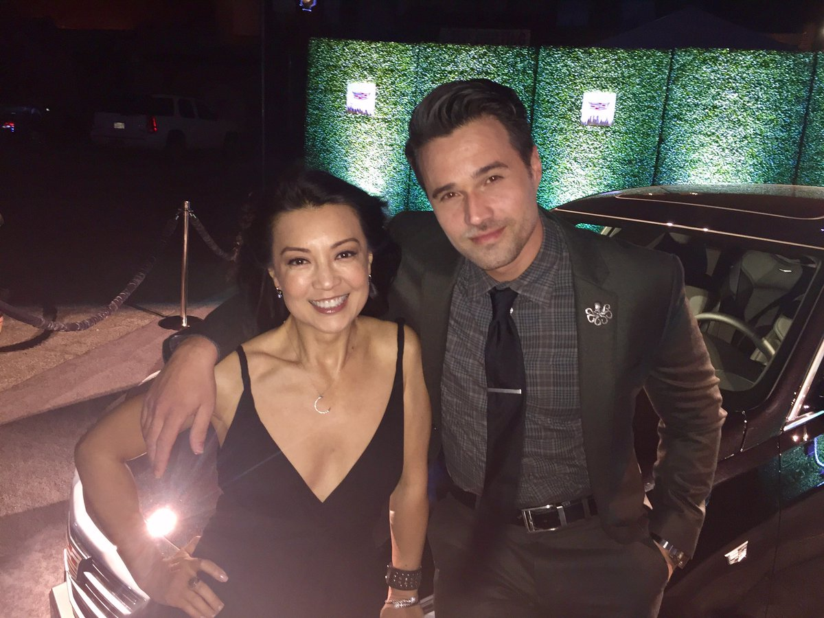 Celebrating the wrap of #AgentsofSHIELD Season 4 with @MingNa and @IMBrettDalton 👋🏻