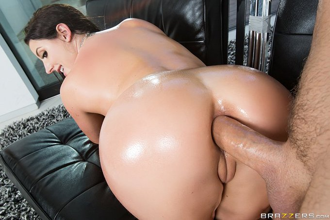 """2 pic. #ICYMI """"Rip My Jeans"""" ft. @ANGELAWHITE & @KeiranLee https://t.co/CZC8H8iXQe #bigwetbutts #analalert"""