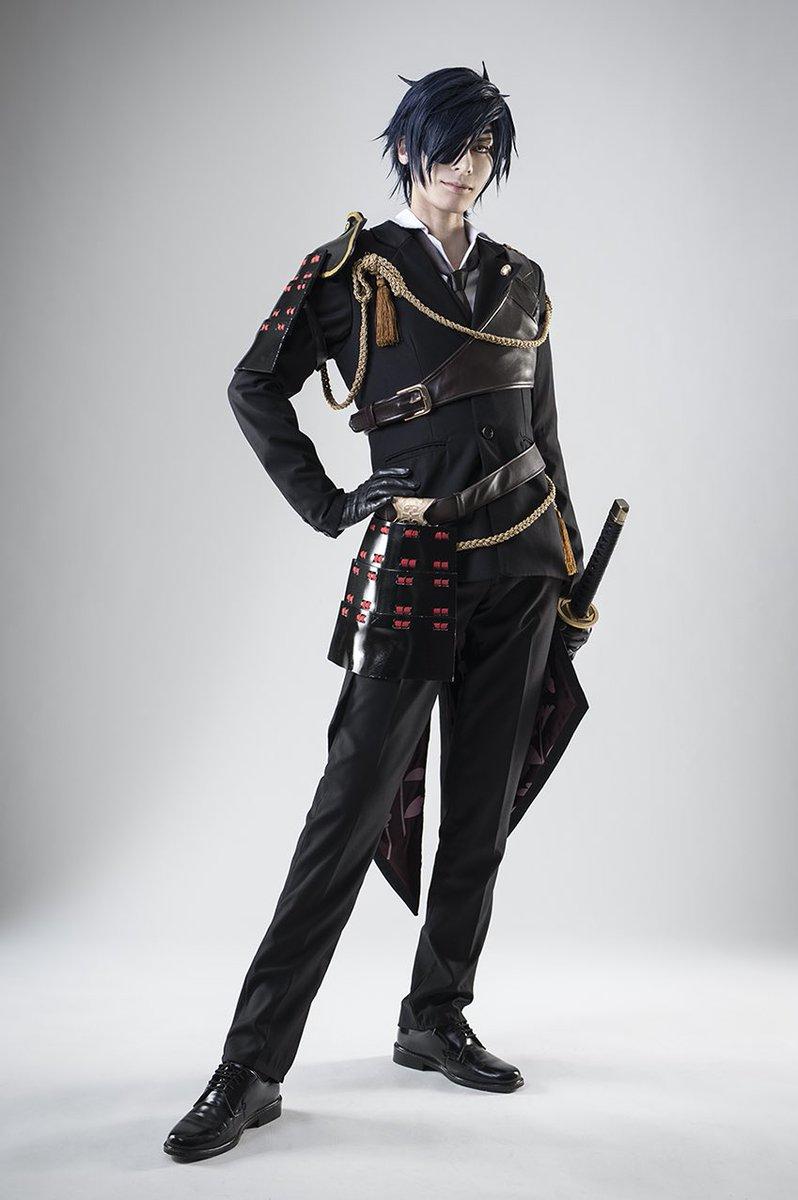 【コス写】刀剣乱舞:燭台切光忠続き。通常衣装で。炎の中みたいに演出してくれたよー!ポーズも細かく指示もらったおかげでカッ