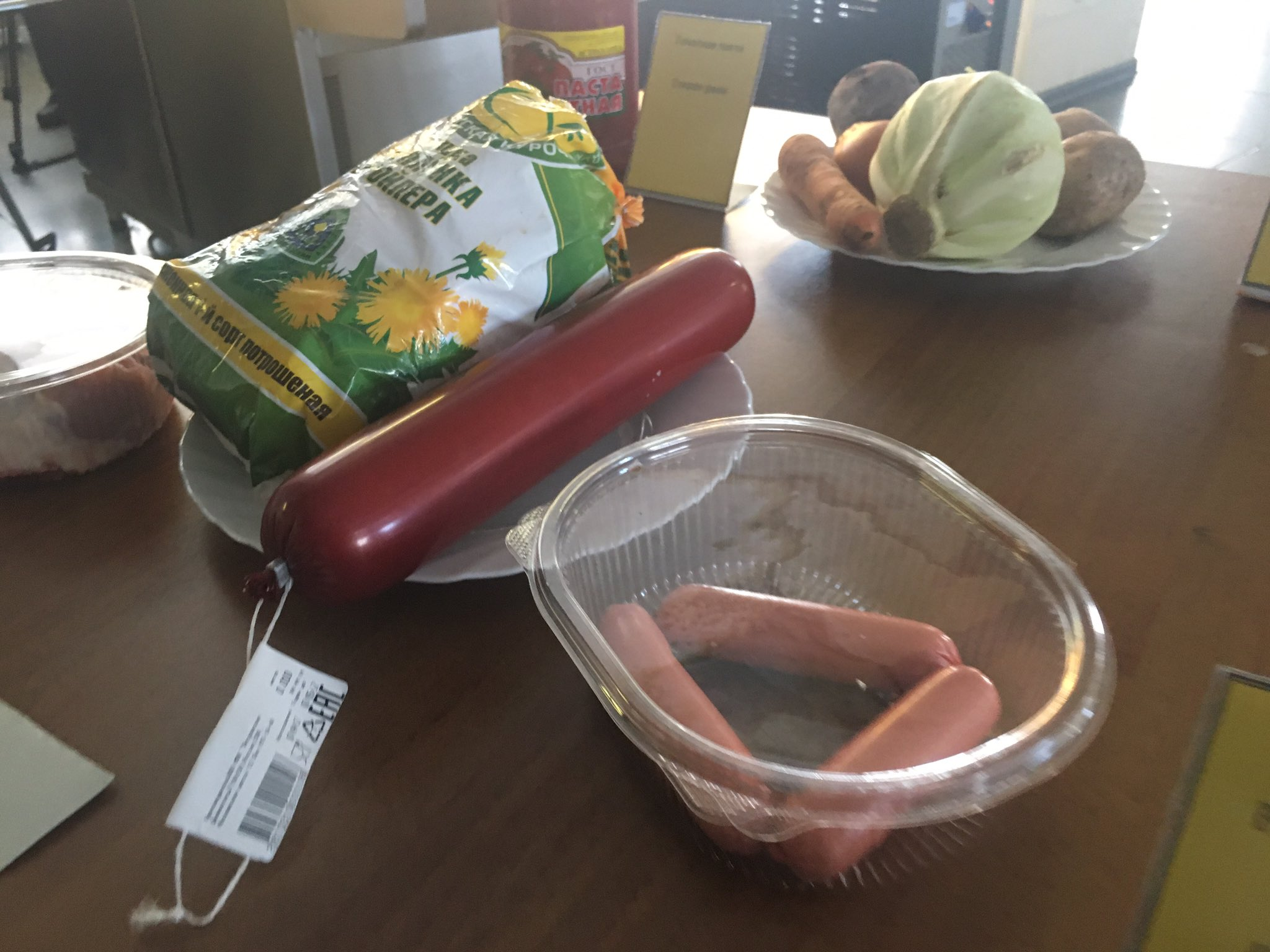 At the Alakurrti base, we're shown what Russian soldiers eat in the Arctic. https://t.co/pEsh2td09x