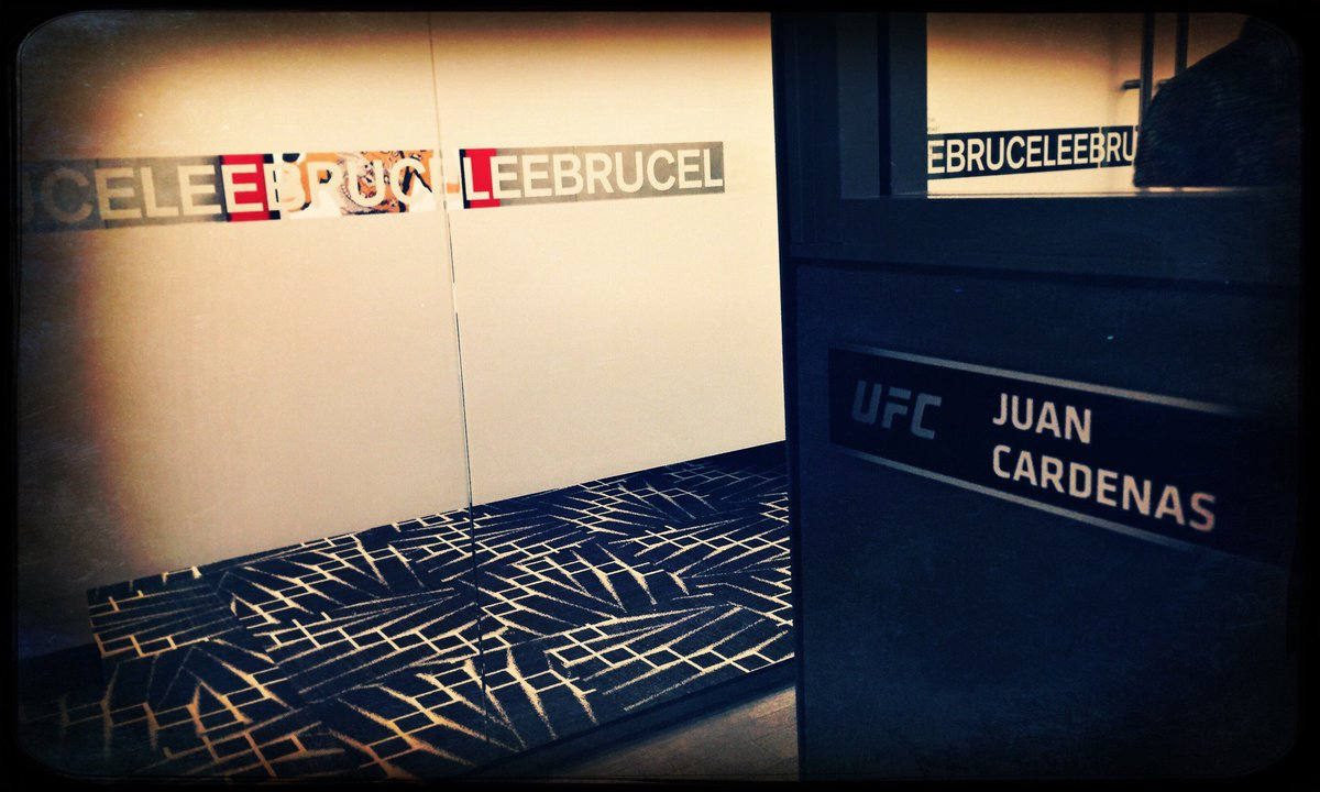 It was a matter of time  for me to cross paths with Bruce Lee (@ UFC Headquarters) https://t.co/4ZpXyPeTKR