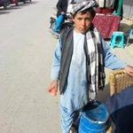 「学校に行けない」アフガンの子ども12歳のラキブラー。父親は爆弾で死亡した。学校には行きたいが、家族を養うために稼がなけ