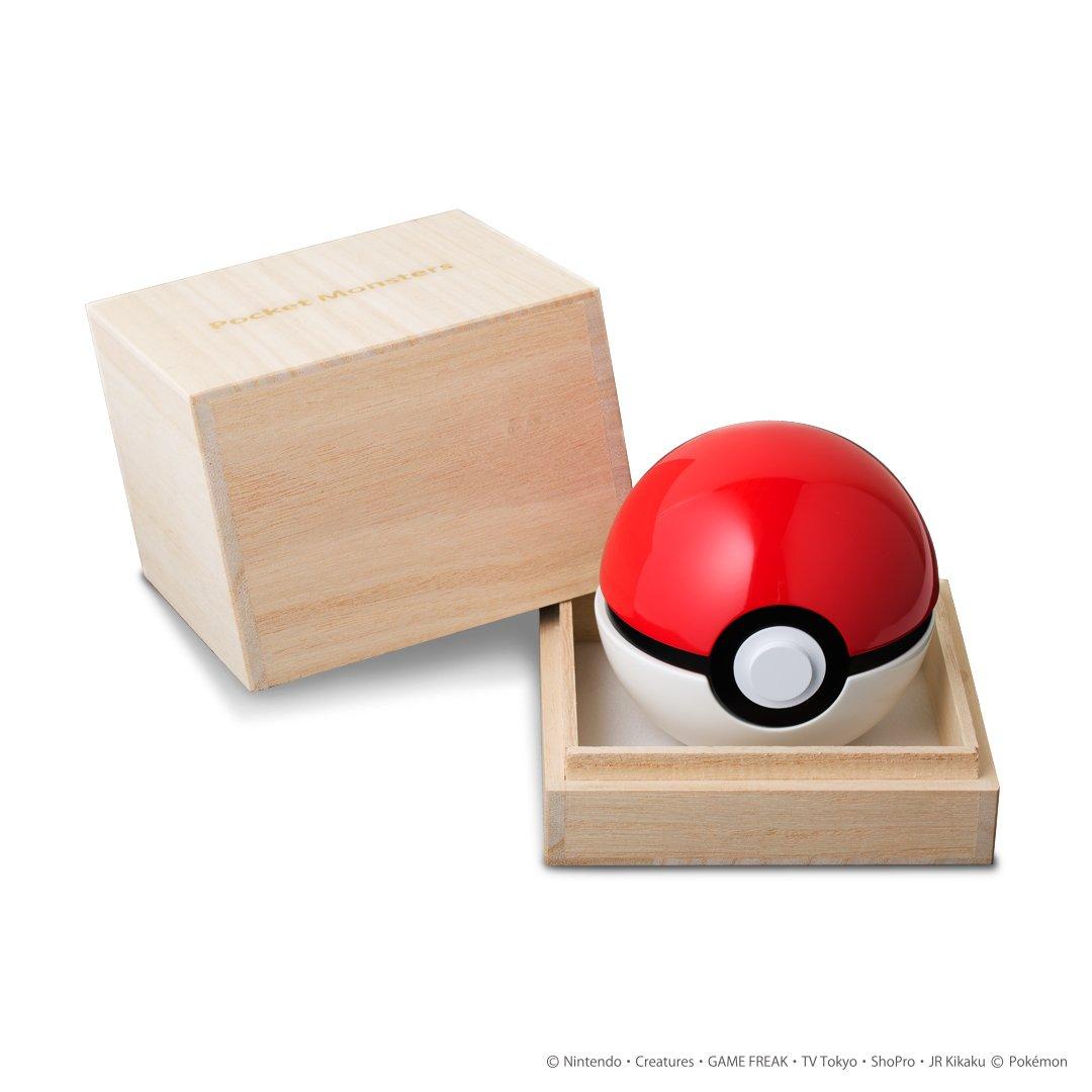 【ポケモン】ポケモンたちをゲットするモンスターボール!大切なアクセサリーを入れることができます。ケースは高級感溢れる木箱