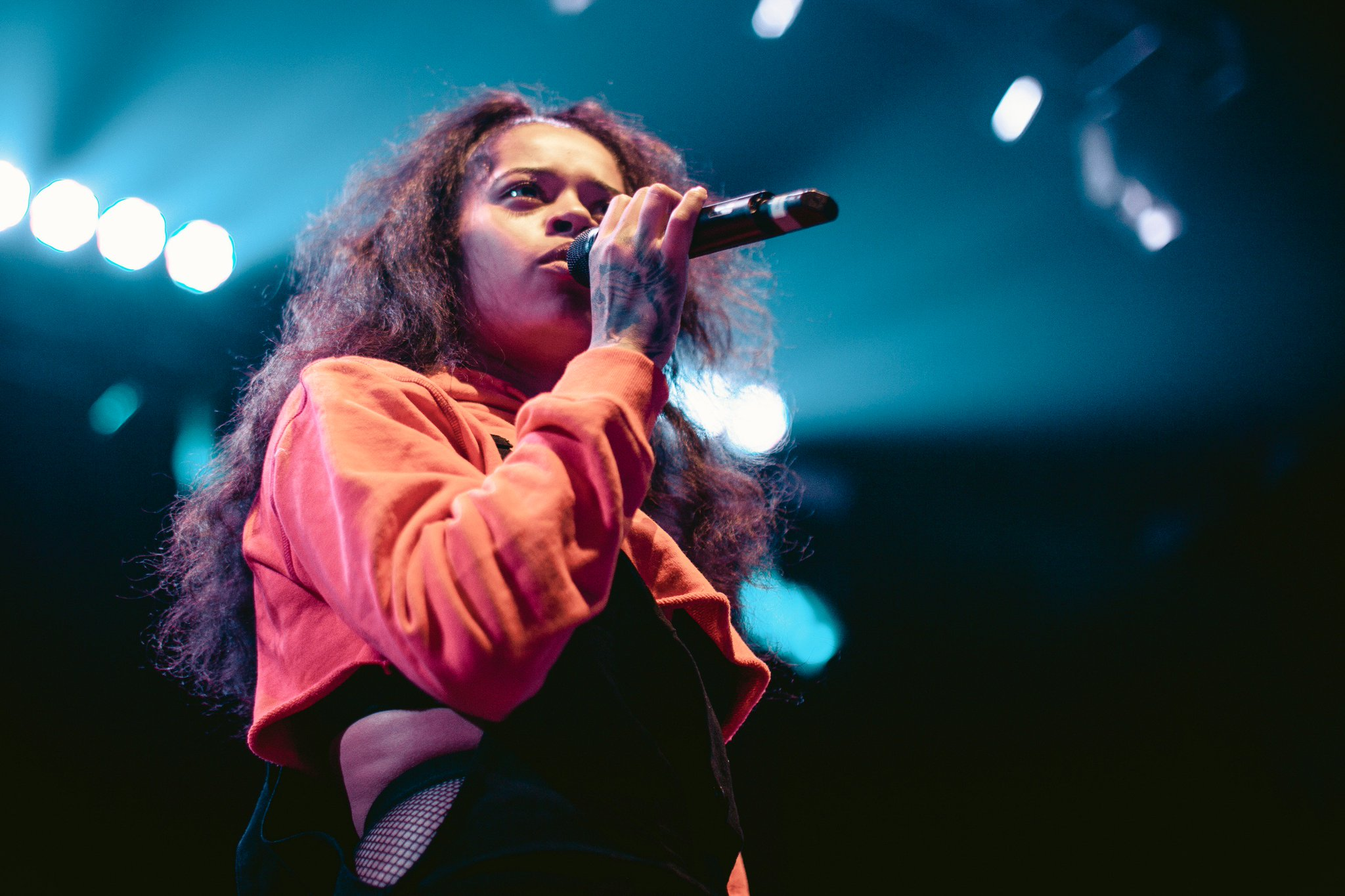 .@ellamai performing at the @BBowlVegas in Las Vegas. Photos by @megmeyer. https://t.co/CeoUn0qXIm