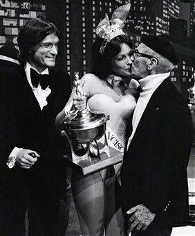 Hugh Hefner, Elizabeth Martin and#GrouchoMarx at Playmate of the Year Awards in Hollywood 1975 https://t.co/pvrFhMCkLj