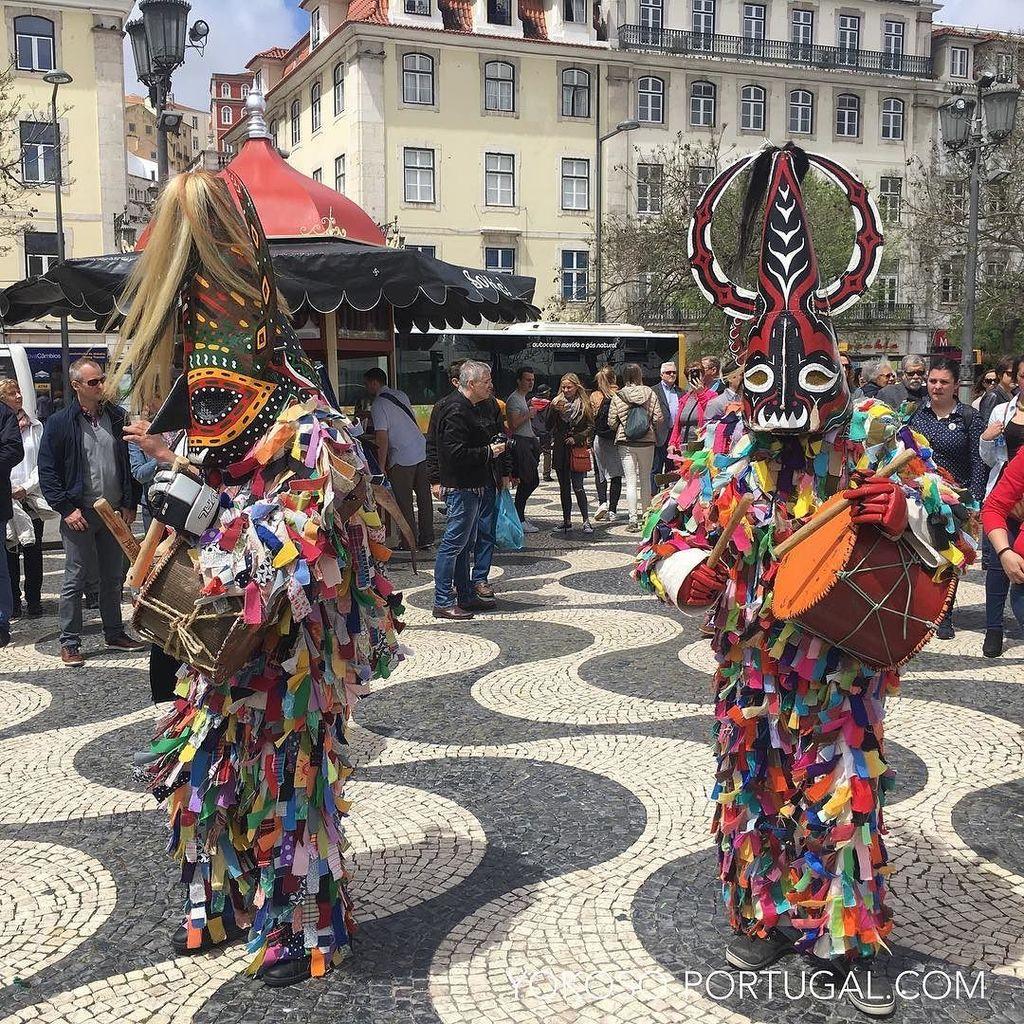 test ツイッターメディア - 今年のイベリア半島お面祭りは、5月4日から7日までリスボンのベレン地区ジェロニモス修道院前のインペリオ広場で行われます。意外と面白いのでリスボンに滞在予定の方はぜひご覧になって下さい。 #リスボン #ポルトガル https://t.co/Ioib5JoFyC