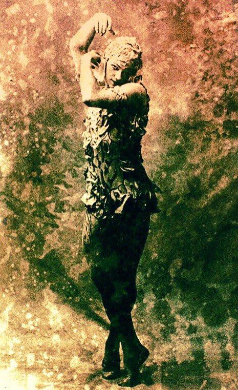 その夜、薔薇の妖精が覚醒する。咲き誇る悪の華、あるいはマダムエドワルダ。MADAME EDWARDA