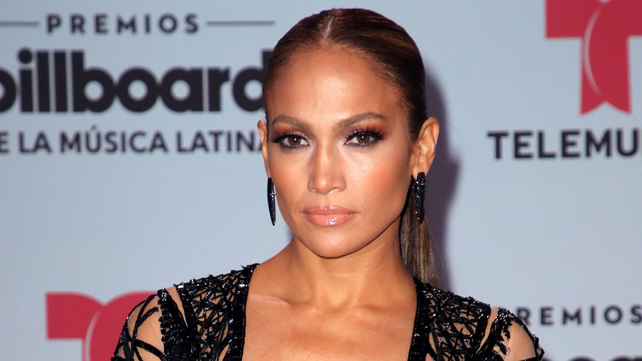 Jennifer Lopez performs new Spanish-language single at the Billboard Latin Music Awards