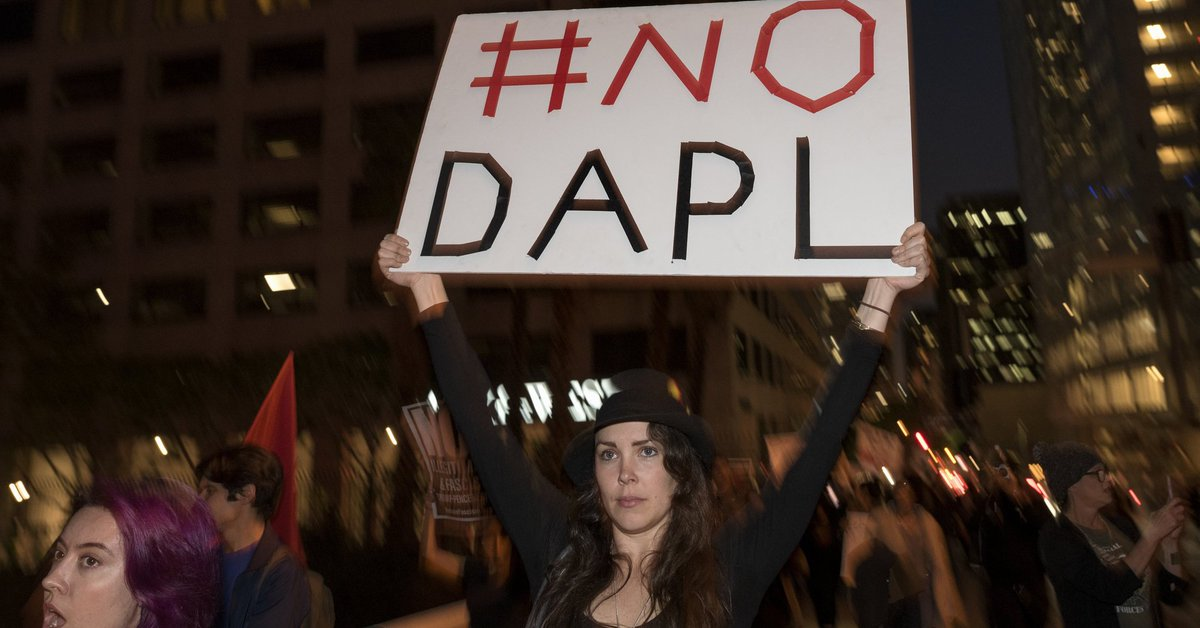 """Feds say it could """"endanger people's lives"""" to release #DAPL oil spill report"""