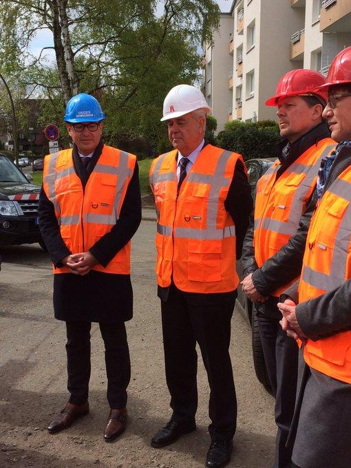 #VMK17 Minister auf der Baustelle für den A7 Deckel. #Lärmschutz innovativ @BMVI @Senat_Hamburg https://t.co/IyJ5pu0Jcc