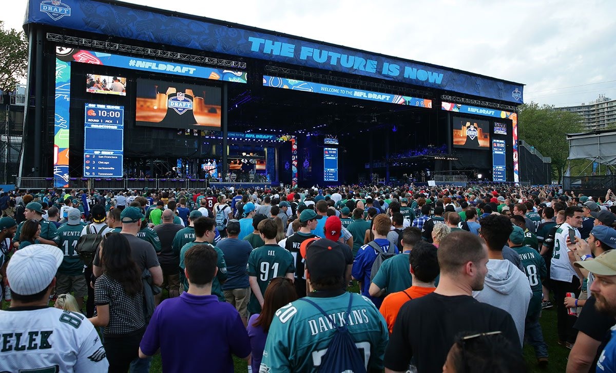 Philly represented last night. #NFLDraft record crowd of over 100,000 fans.Now let's top it on Day Two.