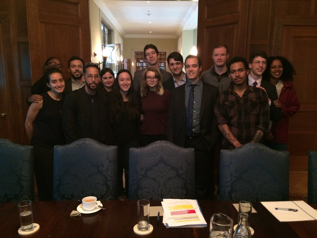 RT @karl_jacoby: The @Columbia and Slavery Seminar after the students' presentations to President Bollinger.  #SlaveryU #unislavery https:/…
