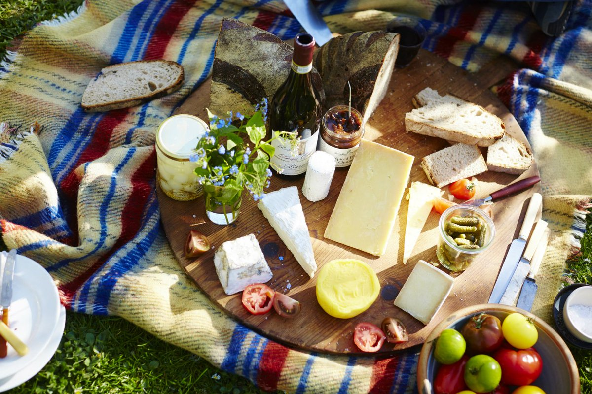 The best ever Italian style #cheese spread to end your #bankholiday on a high https://t.co/oXS0yHvttE x x https://t.co/cIpdXdIStd