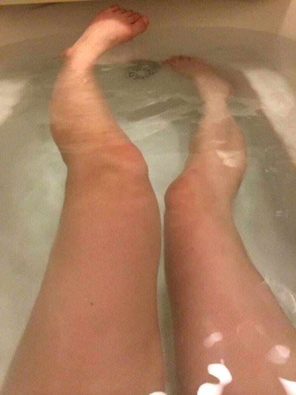 お風呂だよ♥足は嫌い?  #裏垢女子 #らぶりつください   #RTで私を有名にしてください #裏垢女子と繋がりたい #裏垢男子 #エロ垢 #RTした人全員フォロー https://t.co/y0y4Ujt2wn